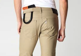 U dans pantalon
